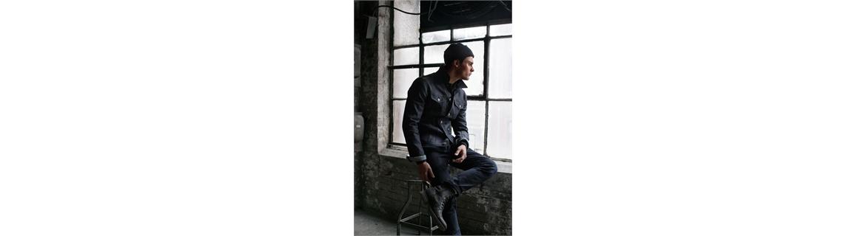 un ampia collezione da uomo dai jeans, bermuda, pantaloni agli abiti eleganti per ogni occasione