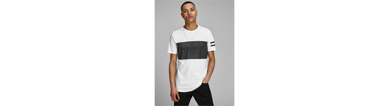 l fit più commune della t-shirt da uomo è sicuramente quello slim fit. La t-shirt è sicuramente uno degli articoli must have pe