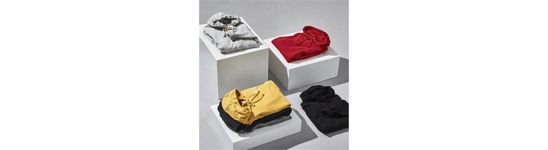 Le felpe da uomo sono ideali per diversi usi, andare in palestra oppure una felpa con cappuccio per mantenerti bello caldo quan